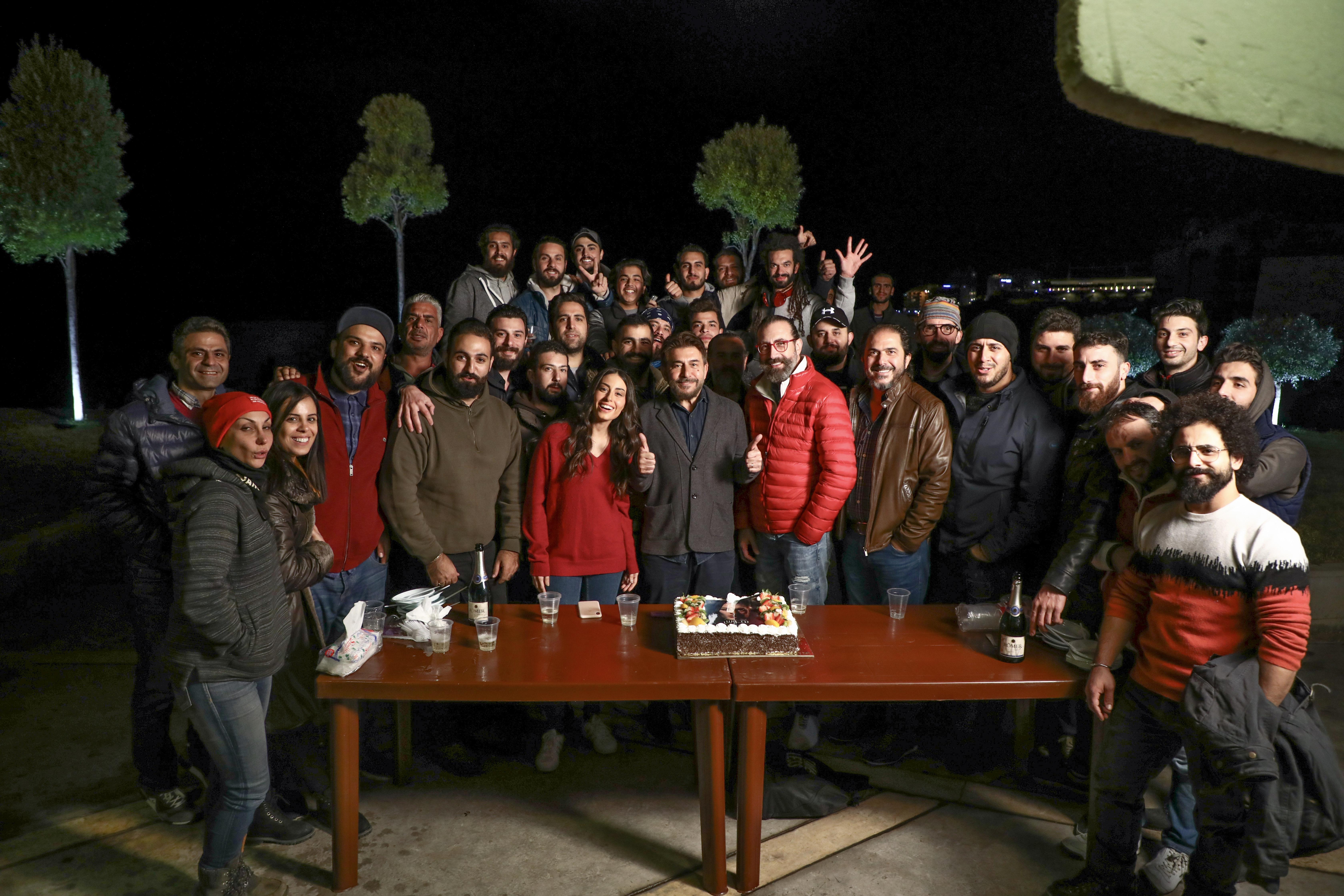 """صورة مرح وعفوية مع انتهاء تصوير """" هوس """" بين عابد فهد وهبة طوجي في عيد ميلادها"""