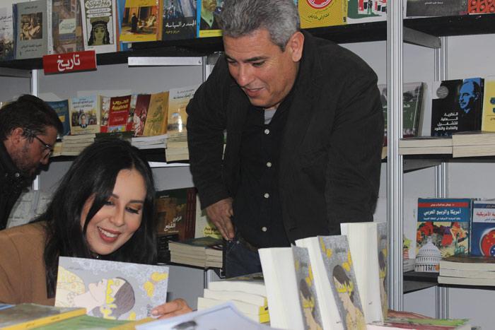 صورة يسرا طارق توقع روايتها الواهمة بمعرض الكتاب بالدار البيضاء