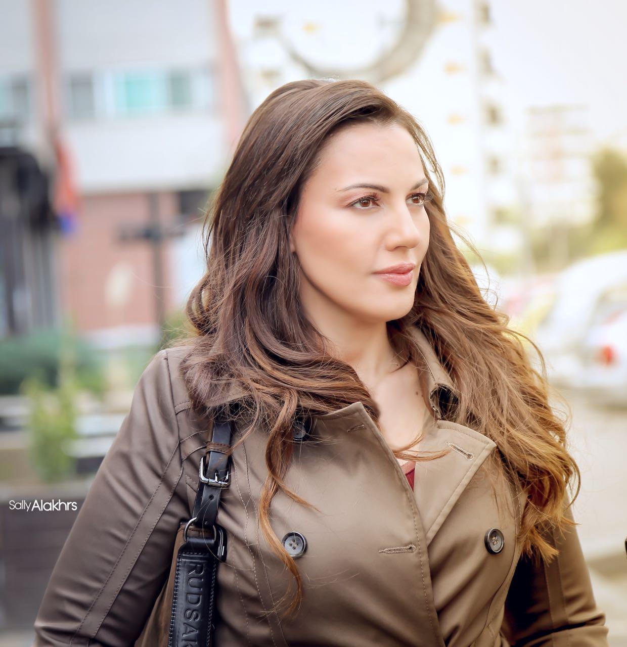 """صورة دارين حمزة في كواليس مسلسلها السوري """"فرصة أخيرة"""""""