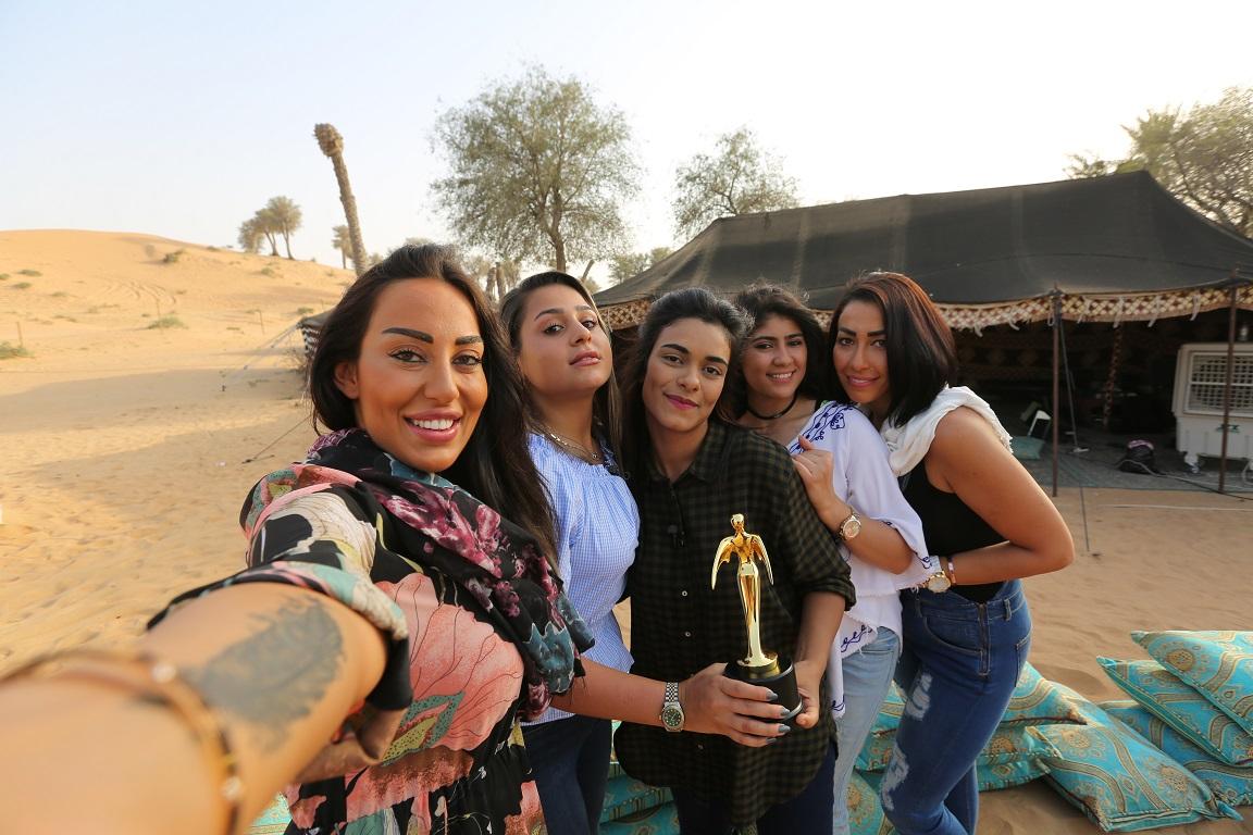 صورة 4 فتيات في سباق مثير للفوز في عدة تحديات من اجل لقب سائقة الصحراء