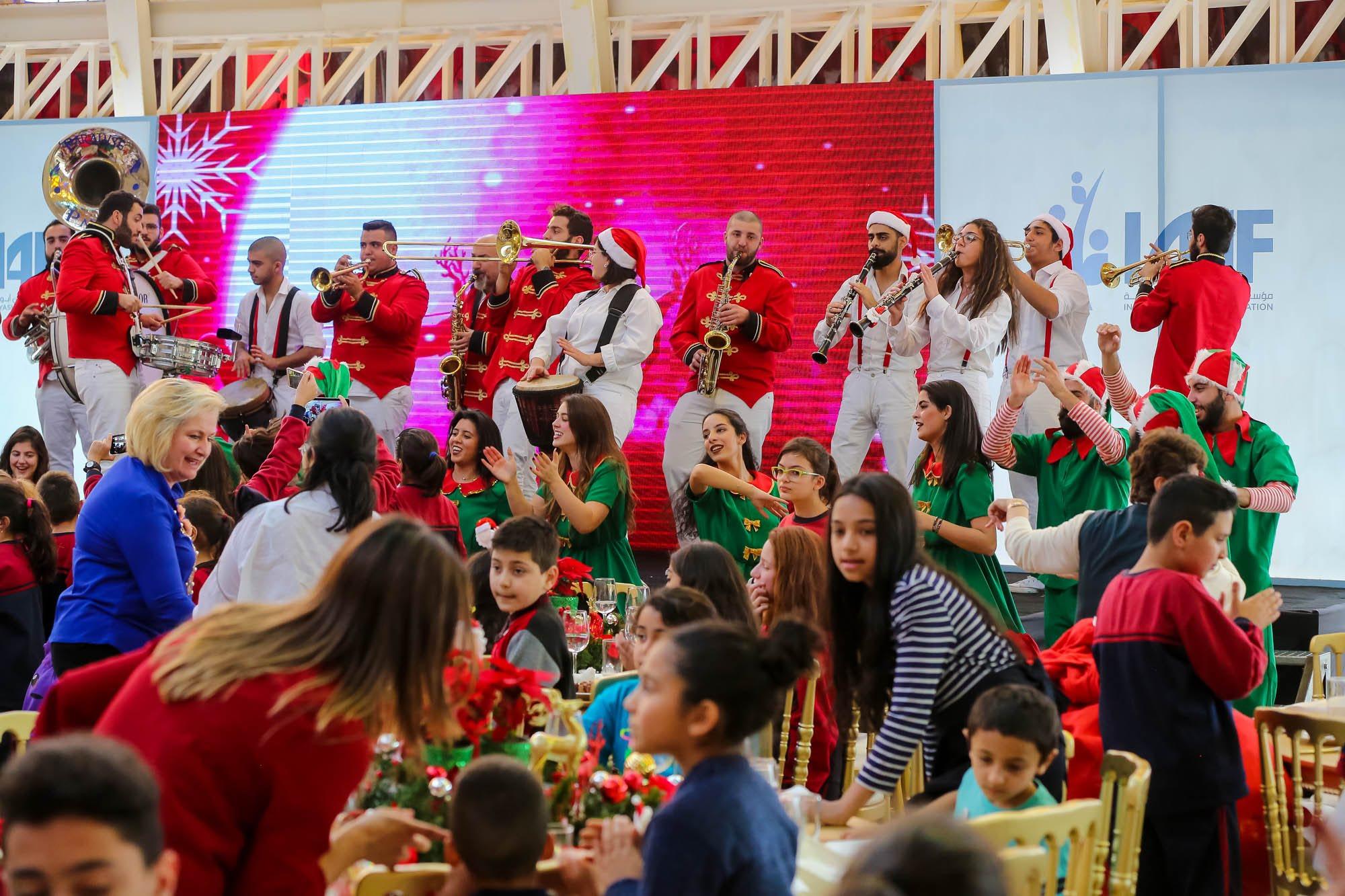 صورة غداء ميلادي لمؤسسة إيناس أبو عياش في بكركي