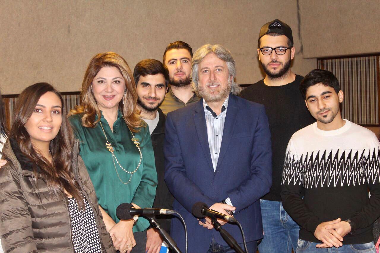 صورة الدكتور جمال فياض بين طلاب الإعلام في جامعة بيروت العربية