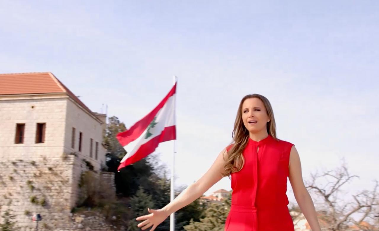 صورة تانيا قسيس في عيد الاستقلال تطرح النشيد الوطني اللبناني مع one lebanon